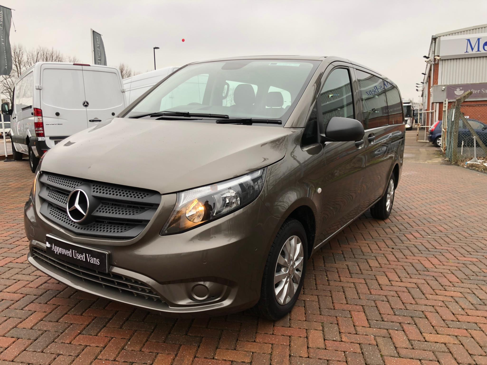 Mercedes benz vito 114 tourer select bell truck and van for Mercedes benz vito tourer