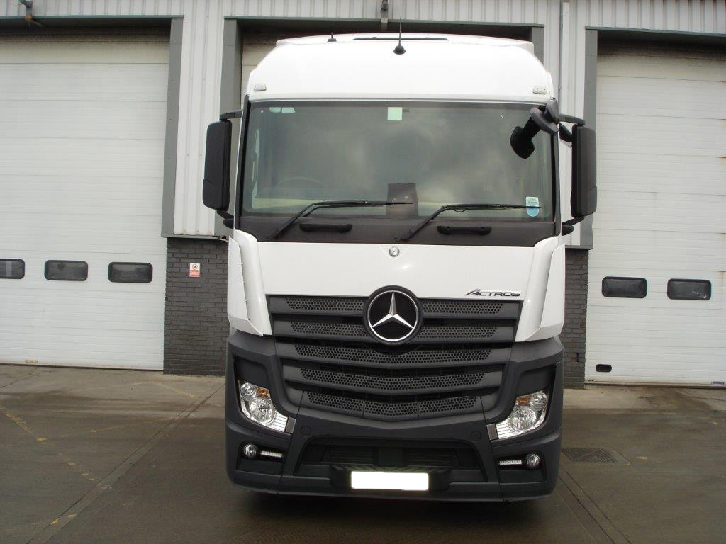 Mercedes benz actros 2545ls tractor unit bell truck and van for Used mercedes benz truck